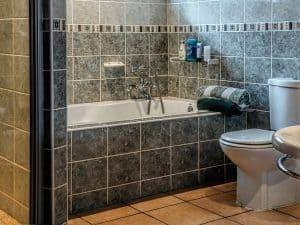 מקלחת ושרותים