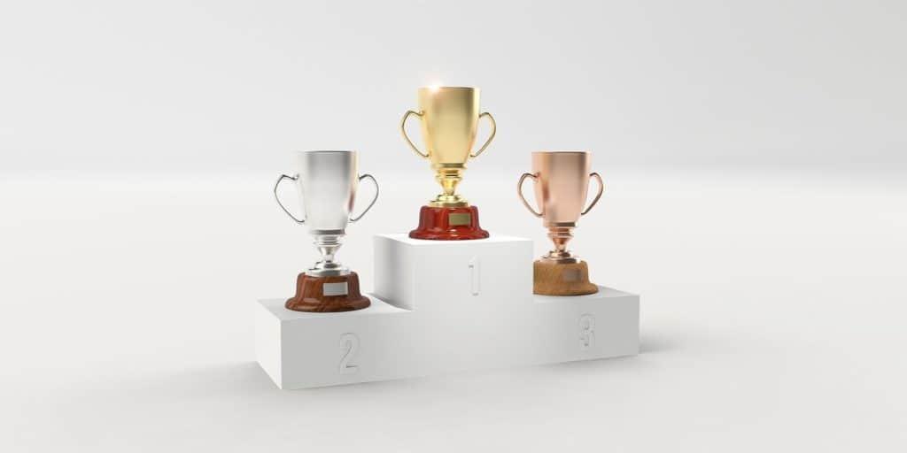 שלוש גביעים